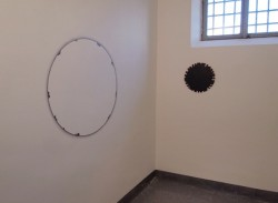 Iemke van Dijk, Wall Drawing and spray painted aluminium disc (80 x 100 cm)